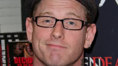 "Slipknot Frontman Corey Taylor Signs Copies Of His New Book ""The Seven Deadly Sins"""