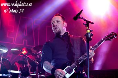 Ex-ANTHRAX Guitarist Rob Caggiano Performs Live With VOLBEAT