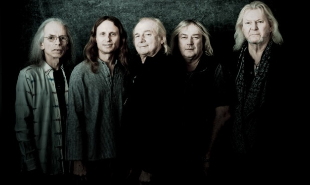 YES (L-R): Steve Howe, Jon Davison, Alan White, Geoff Downes, Chris Squire Photo Credit: Rob Shanahan