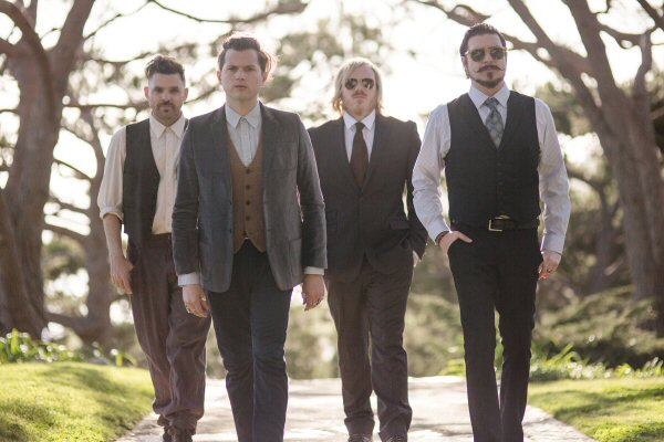 RivalSons-2015
