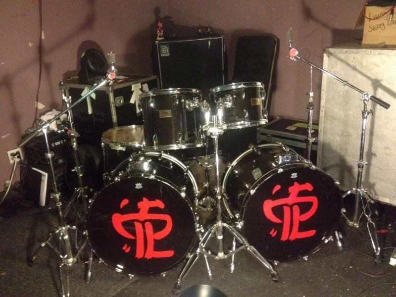GENE-HOGLAN-Auctioning-Drumkit-for-Charity
