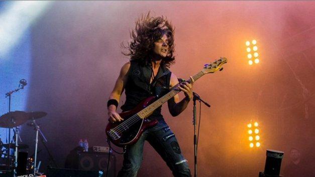 KevinChown-Tarja-bassist