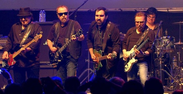 BLUE-OYSTER-CULT-stage